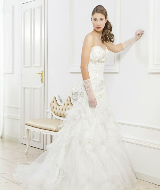 L 293 abito da sposa semi sirena in pizzo con gonna a gale in organza
